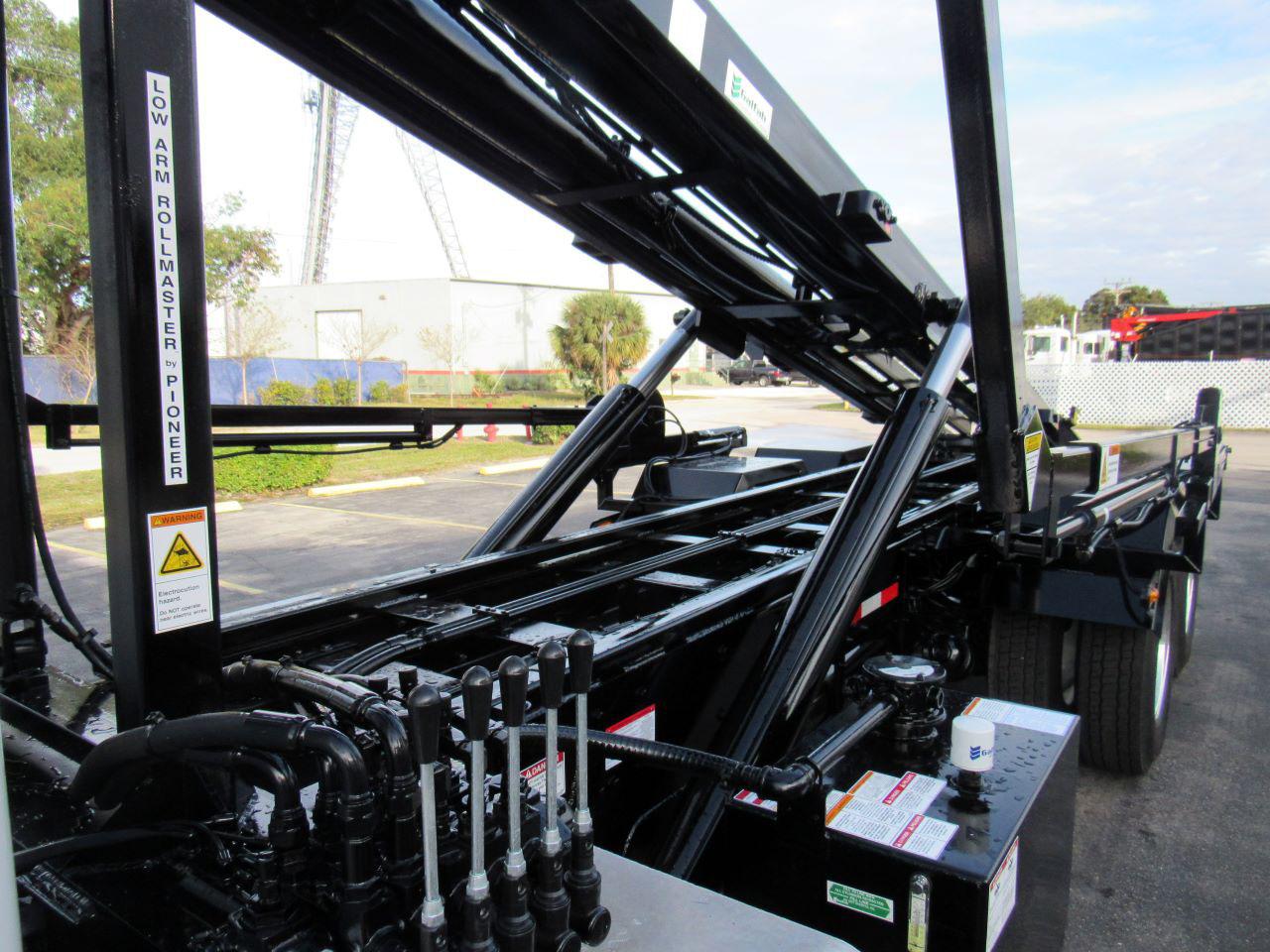 new 2022 Peterbilt 348 in West Palm Beach, FL